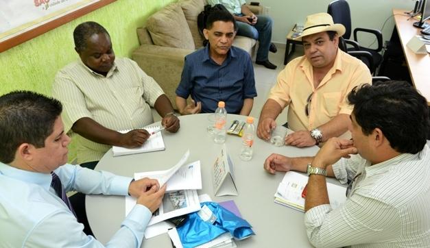 Prefeito de São Vicente garante regularização das pendências da Codesavi na sexta-feira (19)
