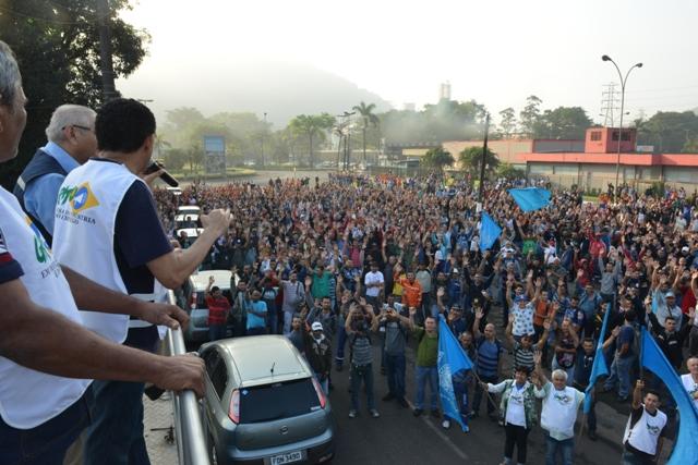 Em assembleia trabalhadores rejeitam proposta das empreiteiras em Cubatão