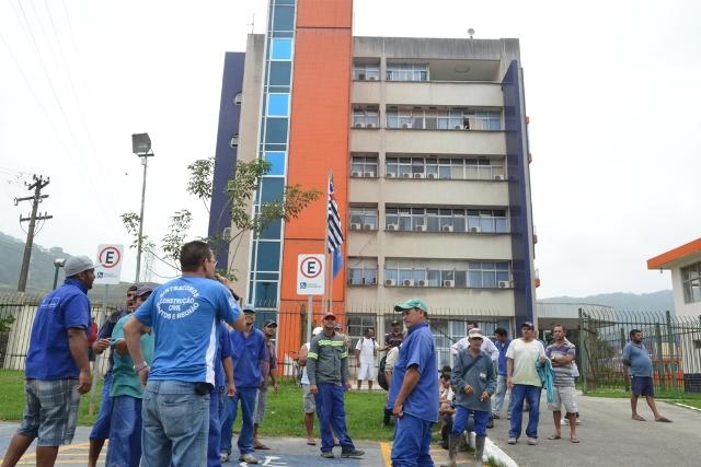 Terceirizados da prefeitura  sem salários e verbas rescisórias