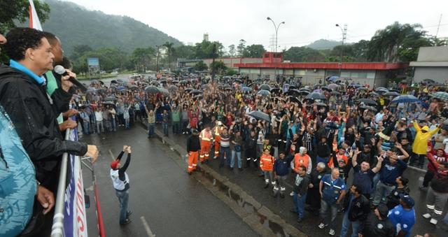 Continua greve de 3 mil  terceirizados da Usiminas