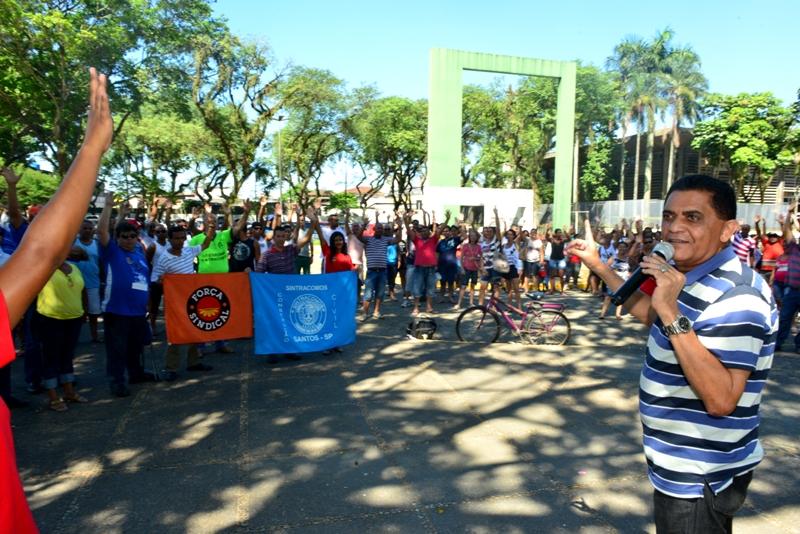 Benefícios atrasados Continua greve na Cursan Cubatão