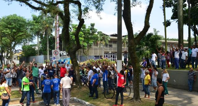 Em greve, 400 da Cursan farão  assembleia  conjunta nesta sexta