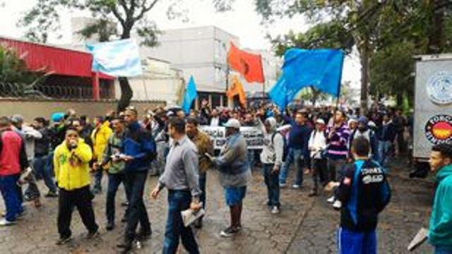 Sindicalistas realizam passeata contra desemprego em Cubatão