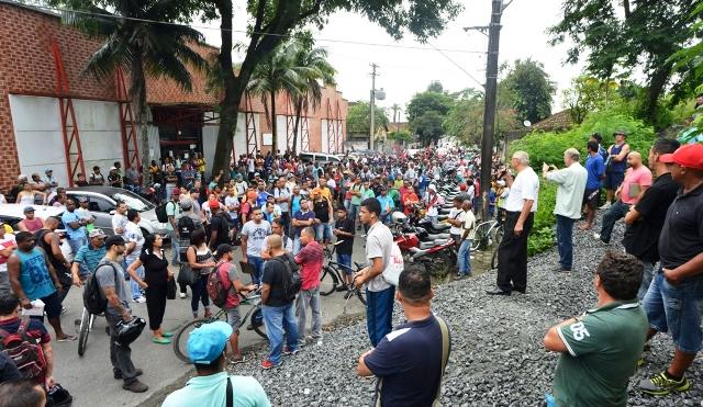 Sintracomos acompanha drama dos desempregados em Cubatão