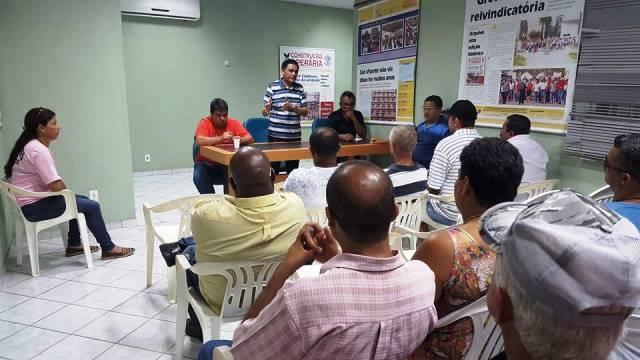 Diretoria do Sintracomos se reúne com trabalhadores da Codesavi