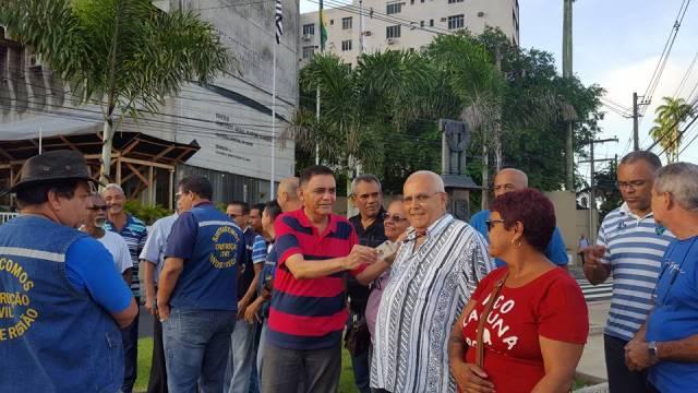 Trabalhadores da Prodesan cruzam braços nesta segunda-feira (10/04)